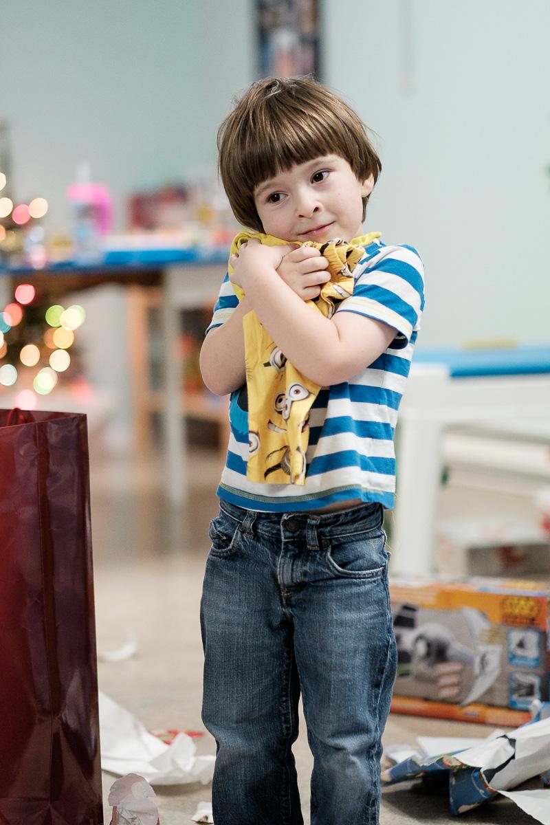 Je pense qu'Étienne est content d'avoir un pyj de Minions