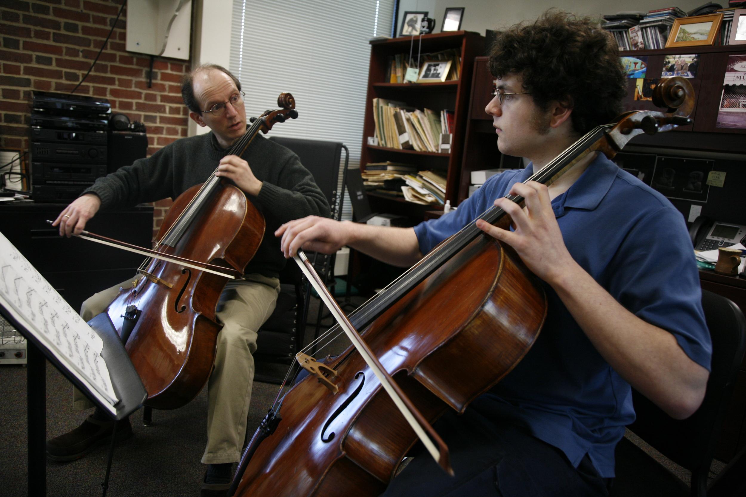 Joshua Gordon with cello student at Brandeis University