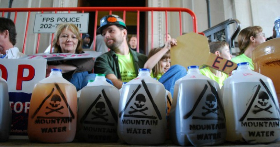 Activists with the Alliance for Appalachia delivered hundreds of gallons of poisoned water to the EPA headquarters in Washington, D.C. last year. (Photo: The Alliance for Appalachia)