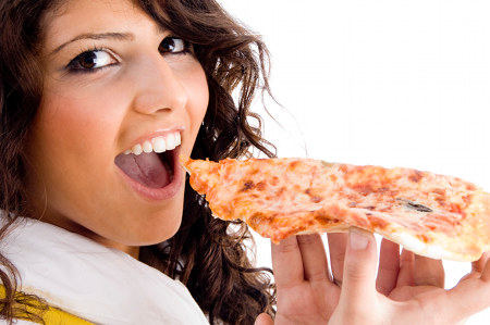 pregnant-woman-eating-pizza.jpg