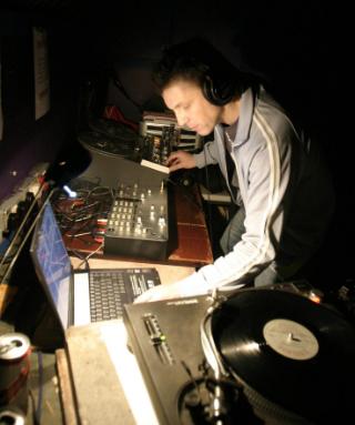 Greg @ Music Is Better Manchester 20.12.03.JPG