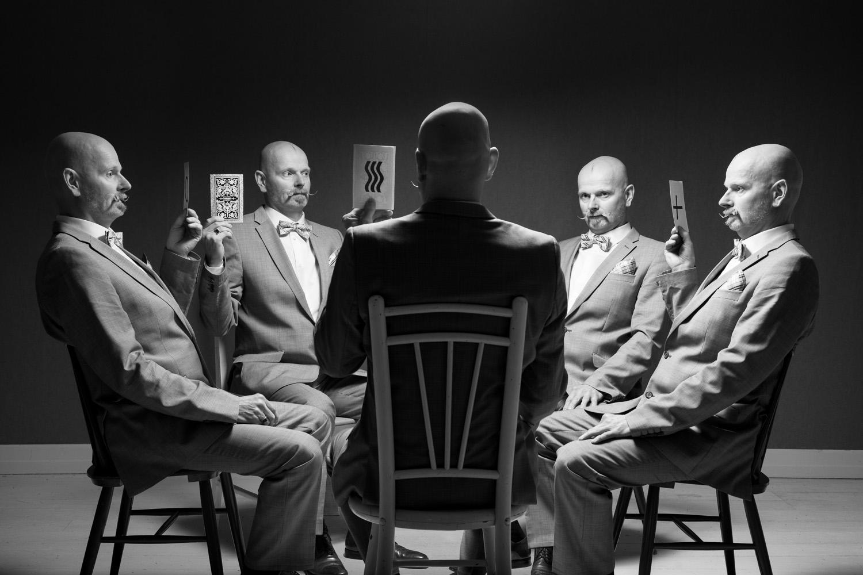 Mies ja Zener-kortit Man With Zener Cards