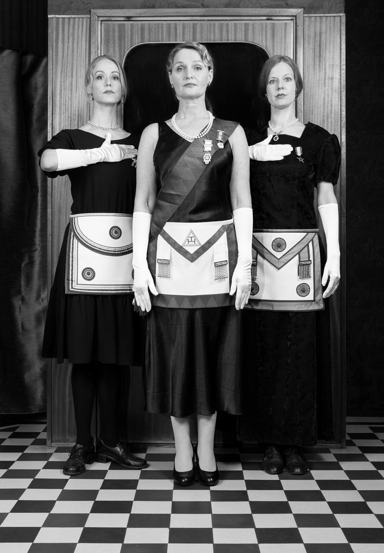 Sisarkunnan salaisuudet    Secrets of a Sisterhood