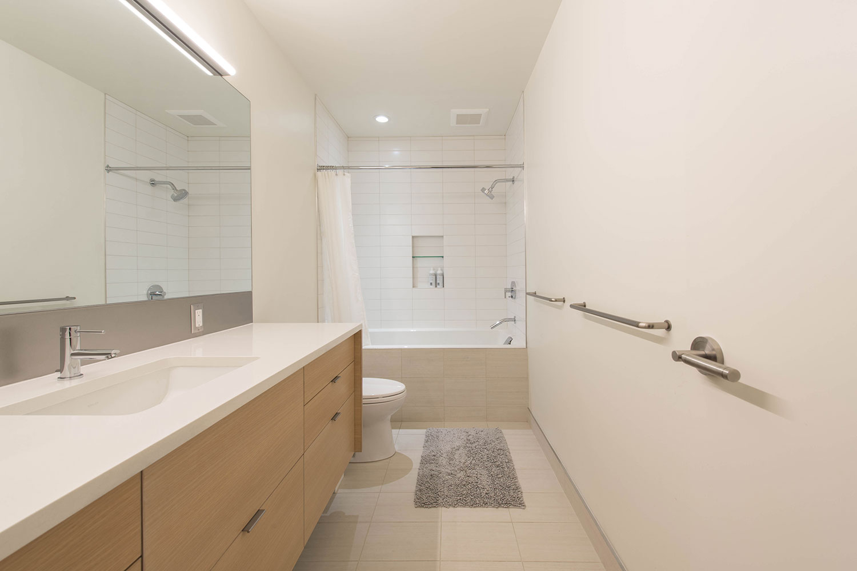 BUILD-LLC-CSH2016-Int-Kids-Bath-02.jpg