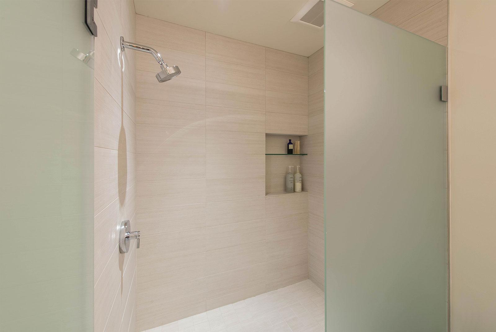 BUILD-LLC-CSH2016-Int-Master-Bath-07.jpg