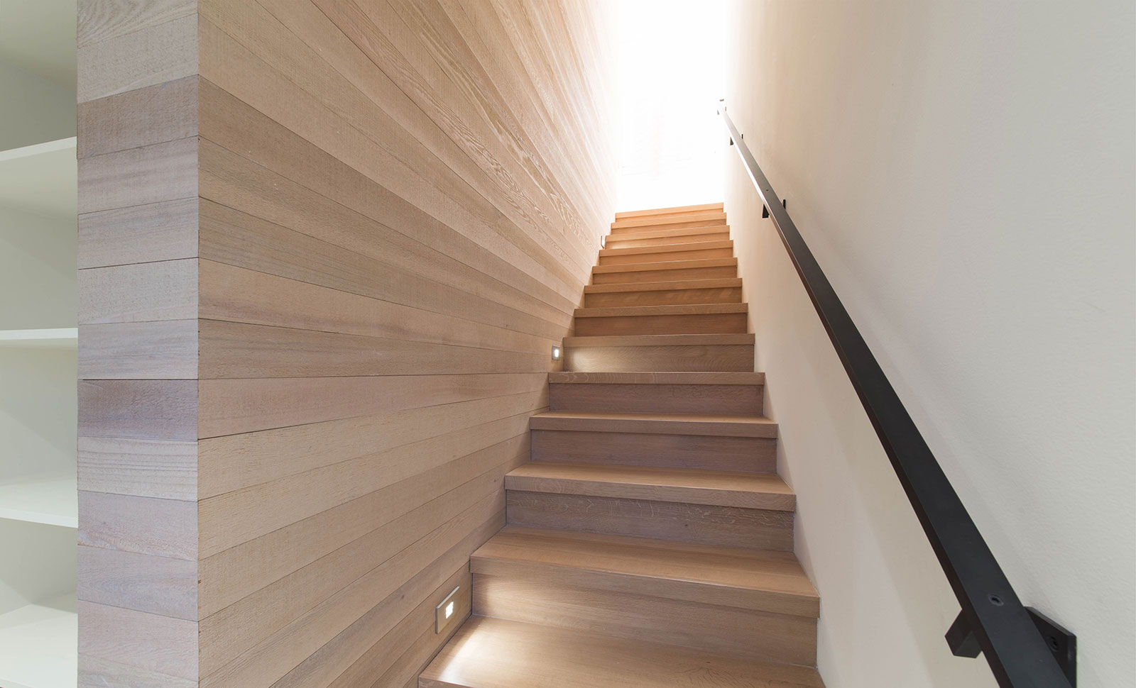 BUILD-LLC-CSH2016-Int-Stair-01.jpg