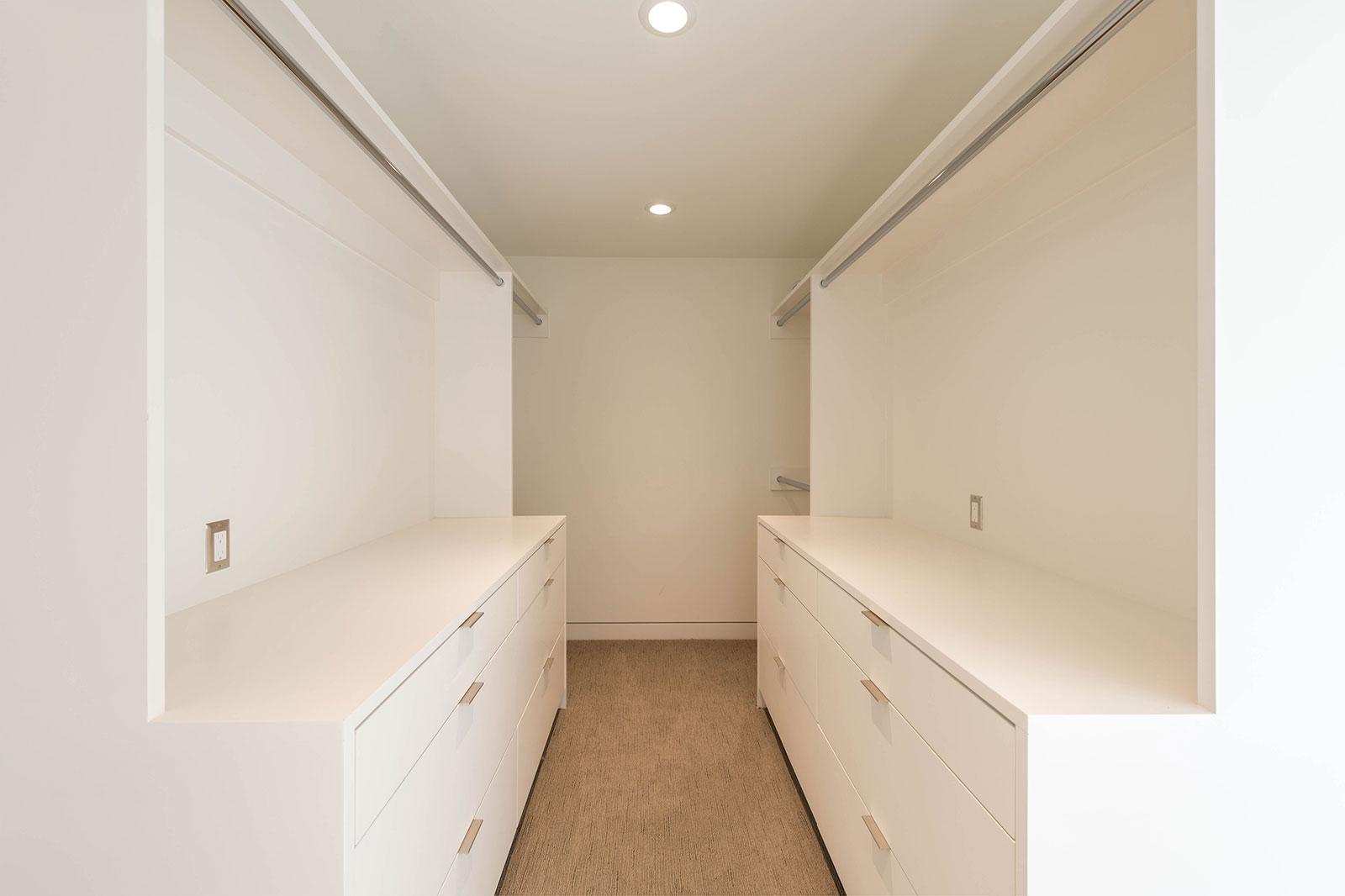 BUILD-LLC-Pambianco-Int-Master-Closet-01.jpg