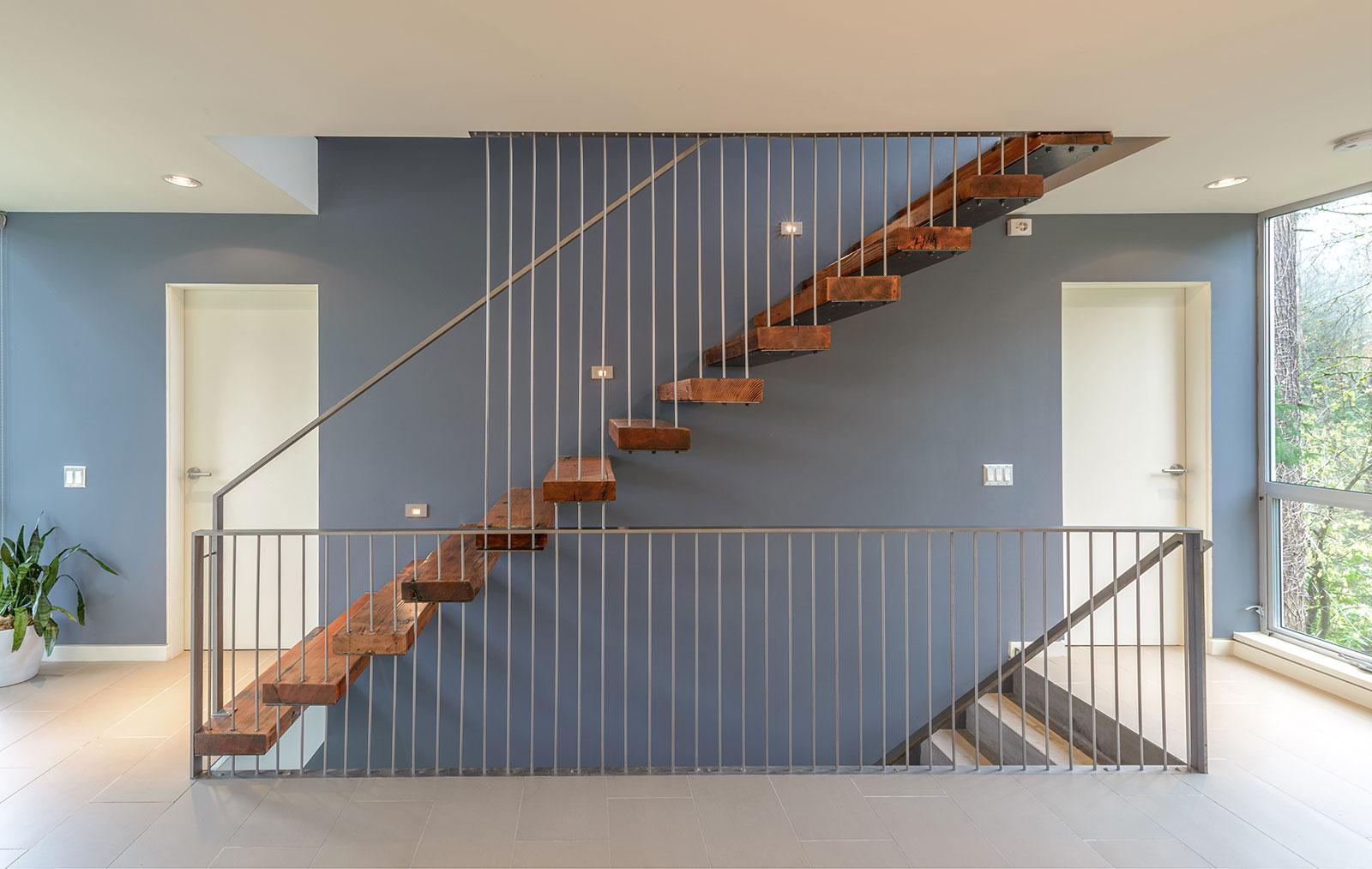 BUILD-LLC-CSH2012-Int-Stair-01.jpg