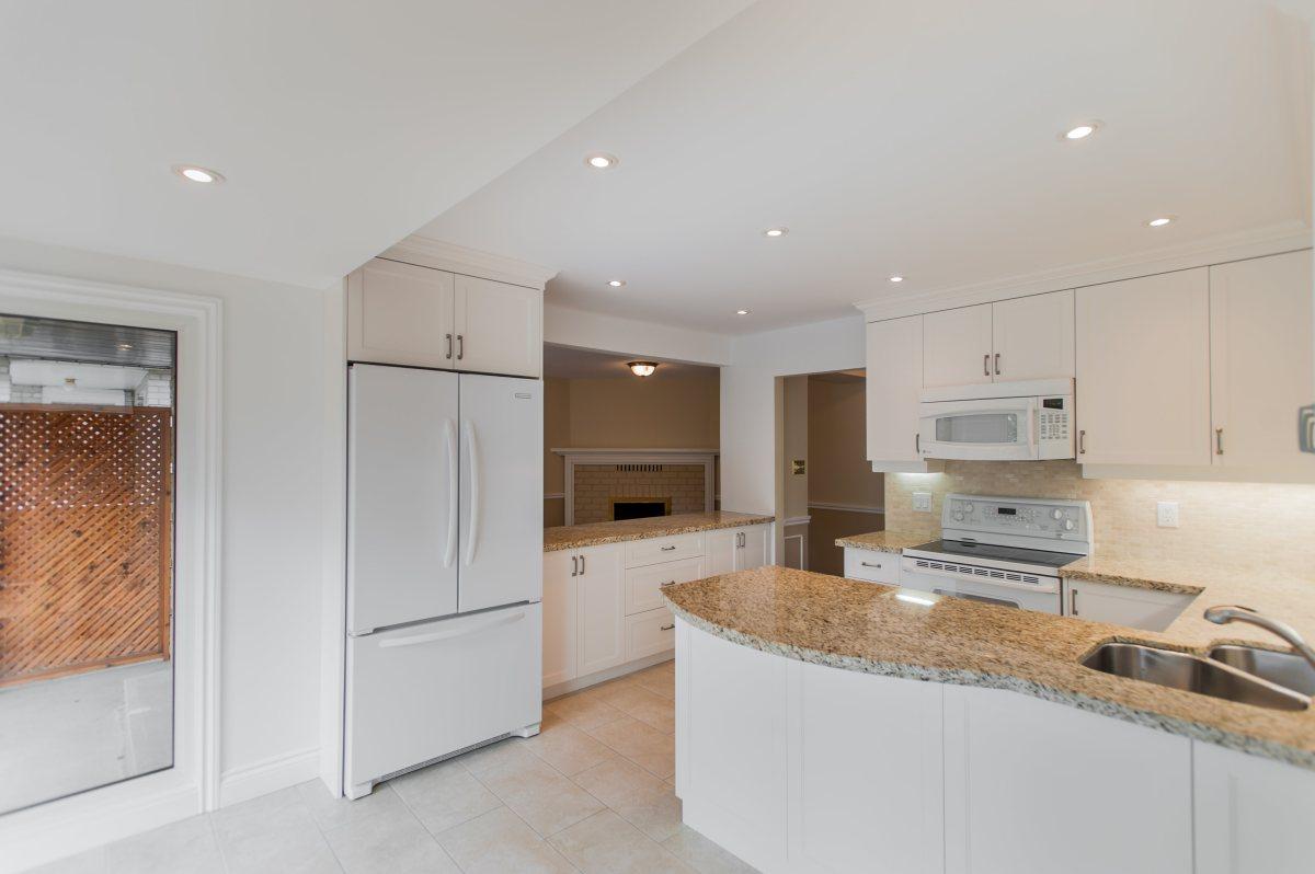 6 kitchen2.jpg