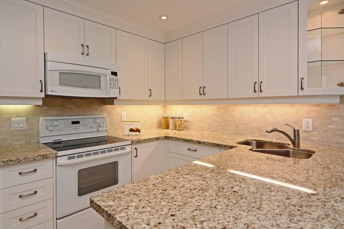 31_ferndell_circle_mls_hid791952_roomkitchen4.jpg