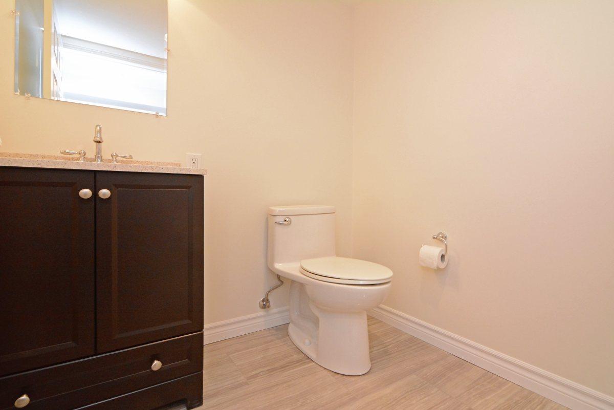 31_ferndell_circle_mls_hid791952_roomlowerlevelwashroom.jpg