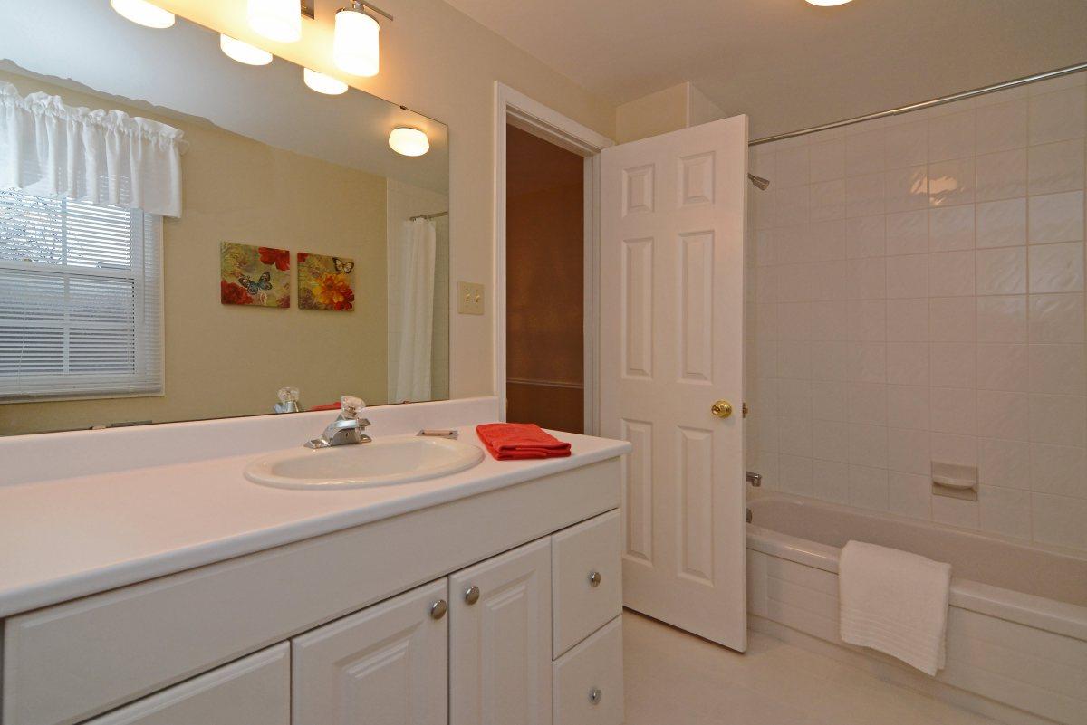 31_ferndell_circle_mls_hid791952_roommainbathroom2.jpg
