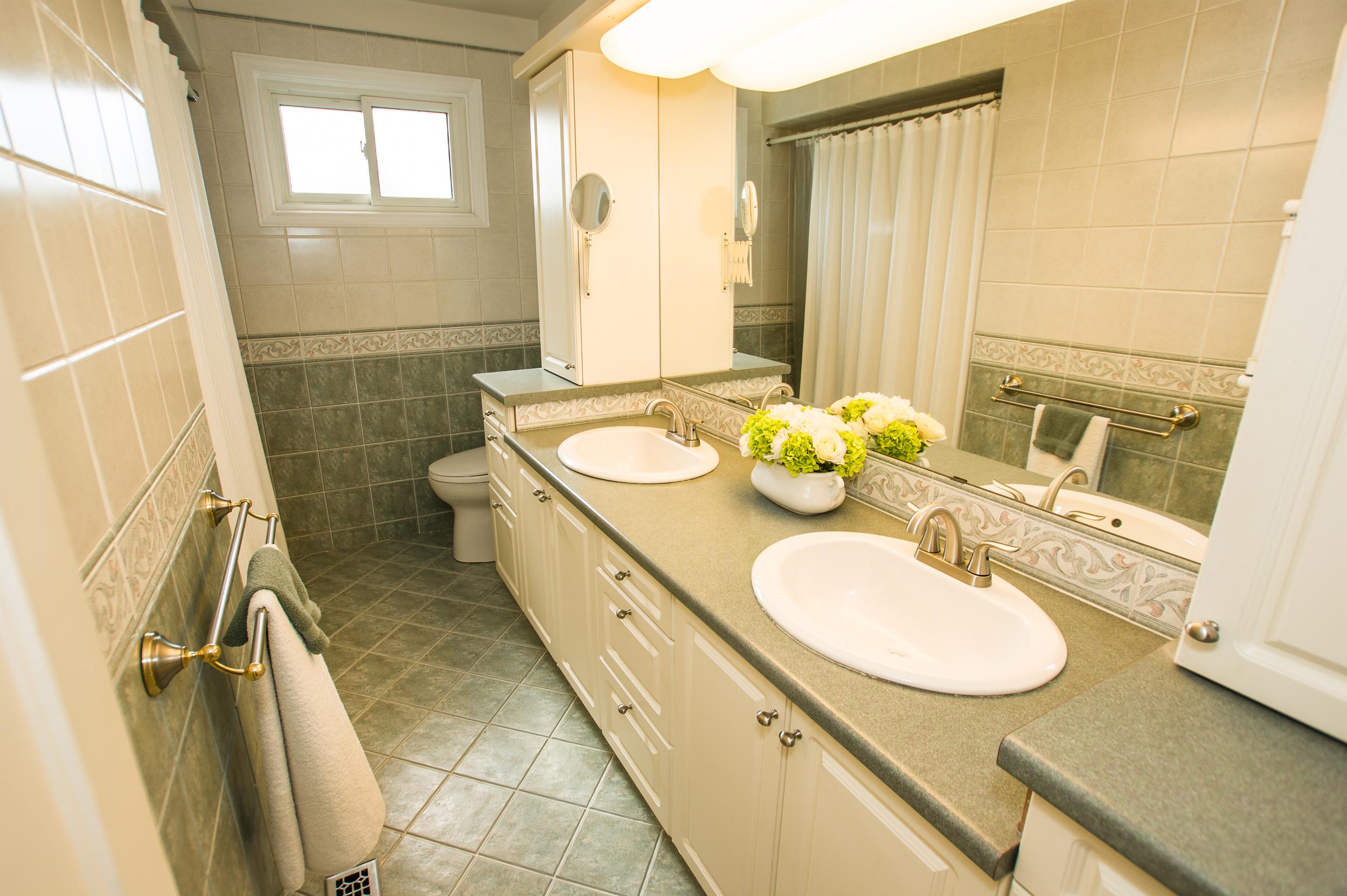 20-Liebeck-19 Upper Washroom.jpg