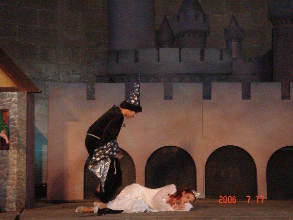 Yo interpretando a Malgise, un mago malvado en una obra que hice en Central Park. Era verano y mi vestuario era de terciopelo. ESO es dedicación.