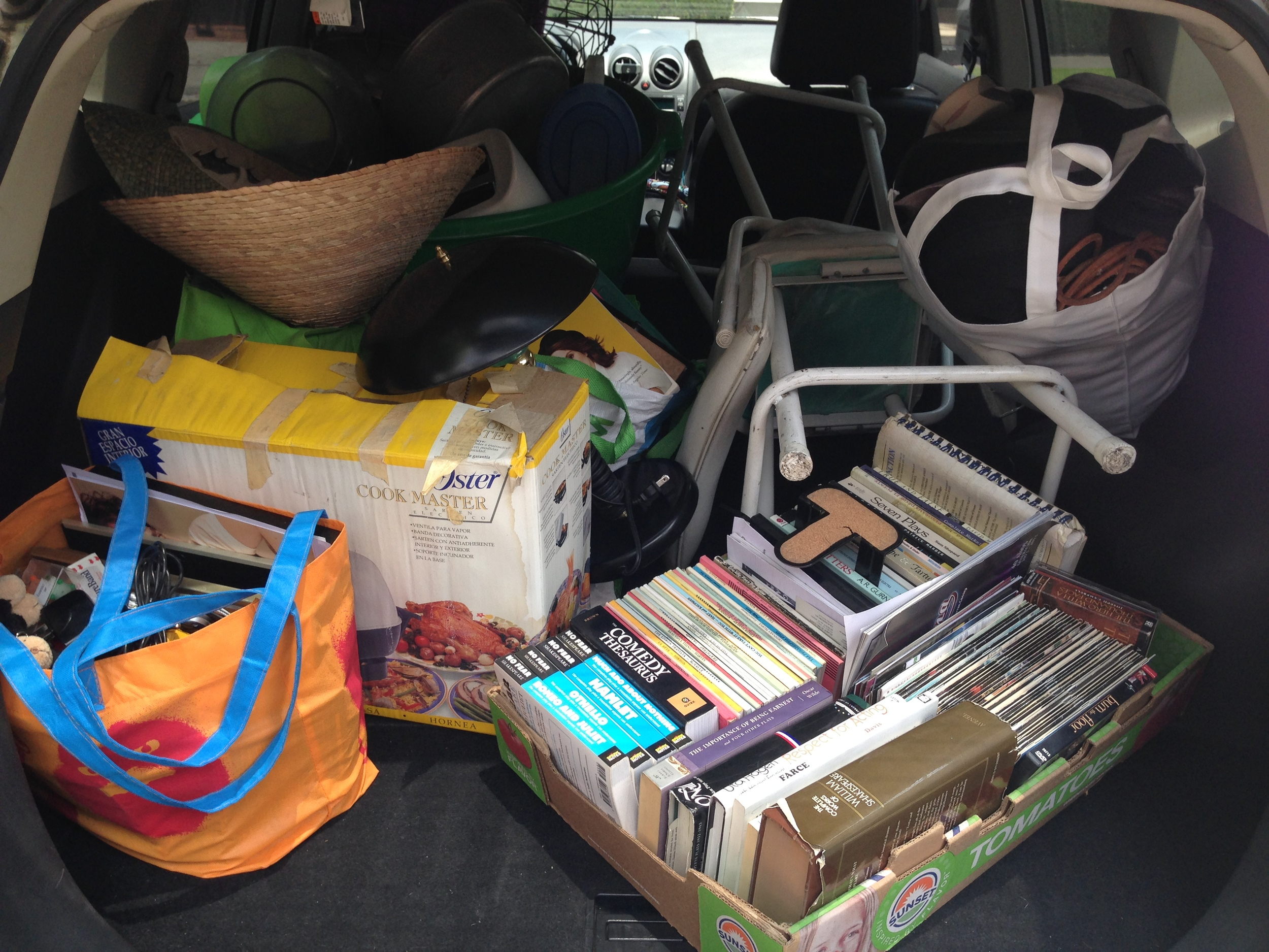 Libros, bancos y mi sombrero de Vietnamí.