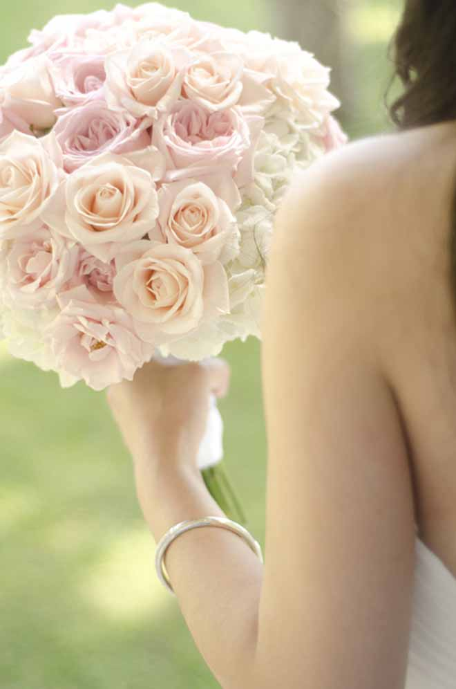 soft rose bouquet by Passion Roots | Fisheye Studio Photography| Oahu, Hawaii