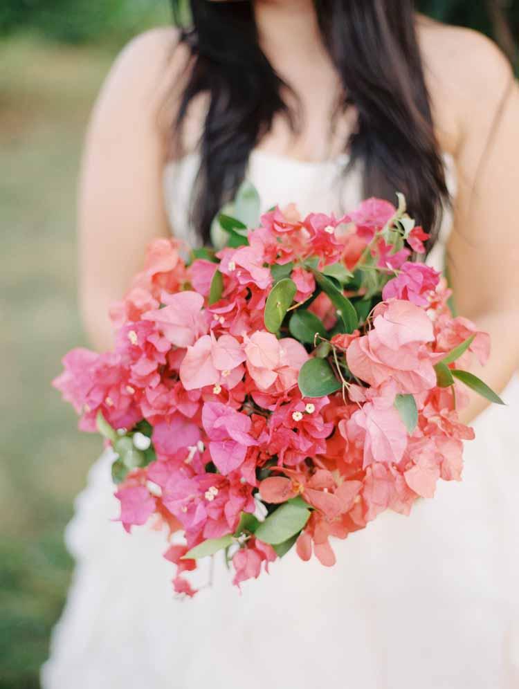 garden fresh bougainvillea bouquet by Passion Roots | de Fiore photography, Karyn Johnson photography & Ashley Goodwin photography | Oahu, Hawaii