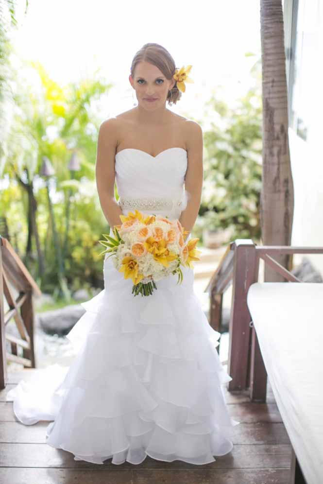 sunshine yellow bouquet by Passion Roots | Colin Michael photography | Oahu, Hawaii