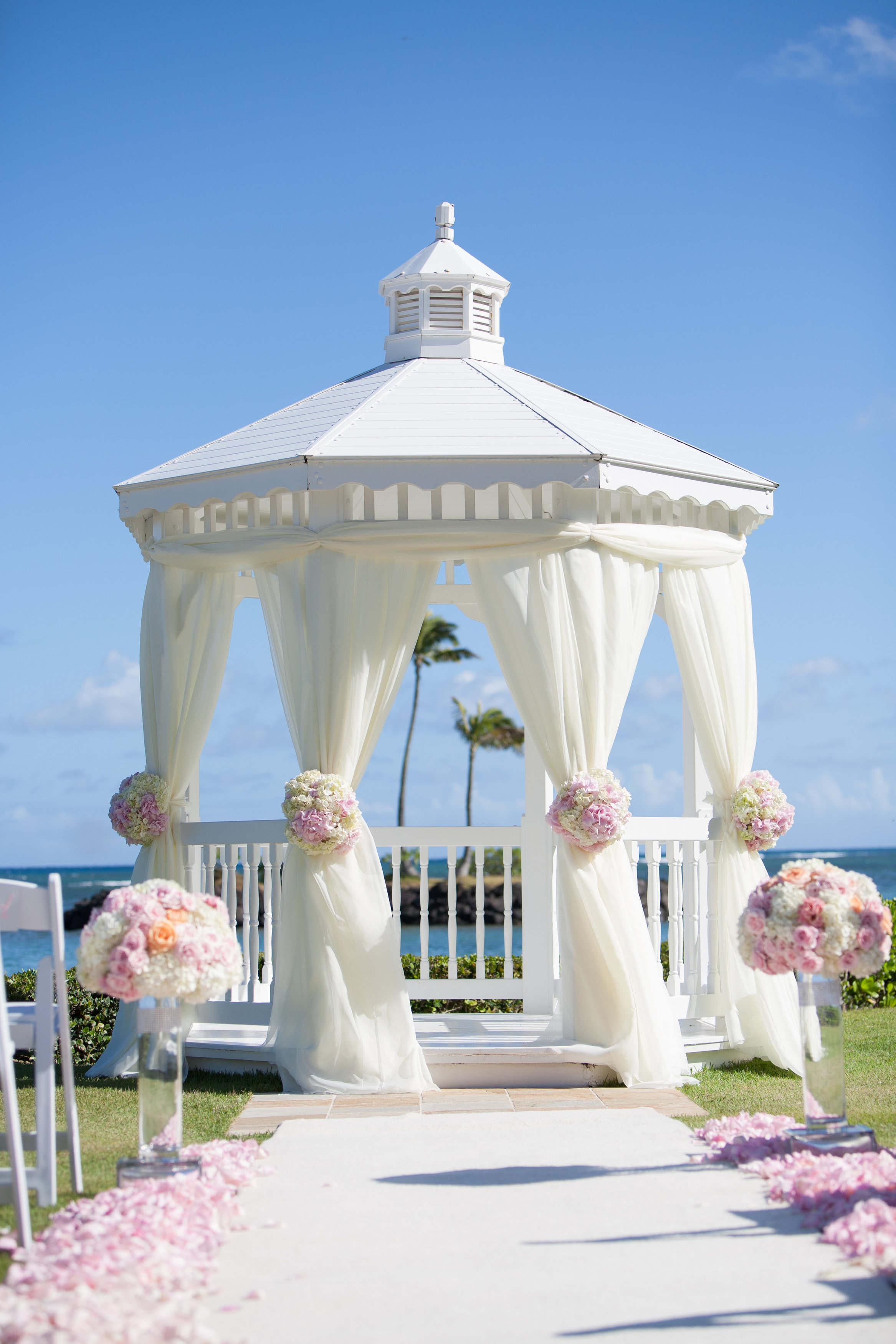 flowing white gazebo + pink ceremony flowers by Passion Roots | Rachel Robertson photography | coordination-neu events | Oahu, Hawaii