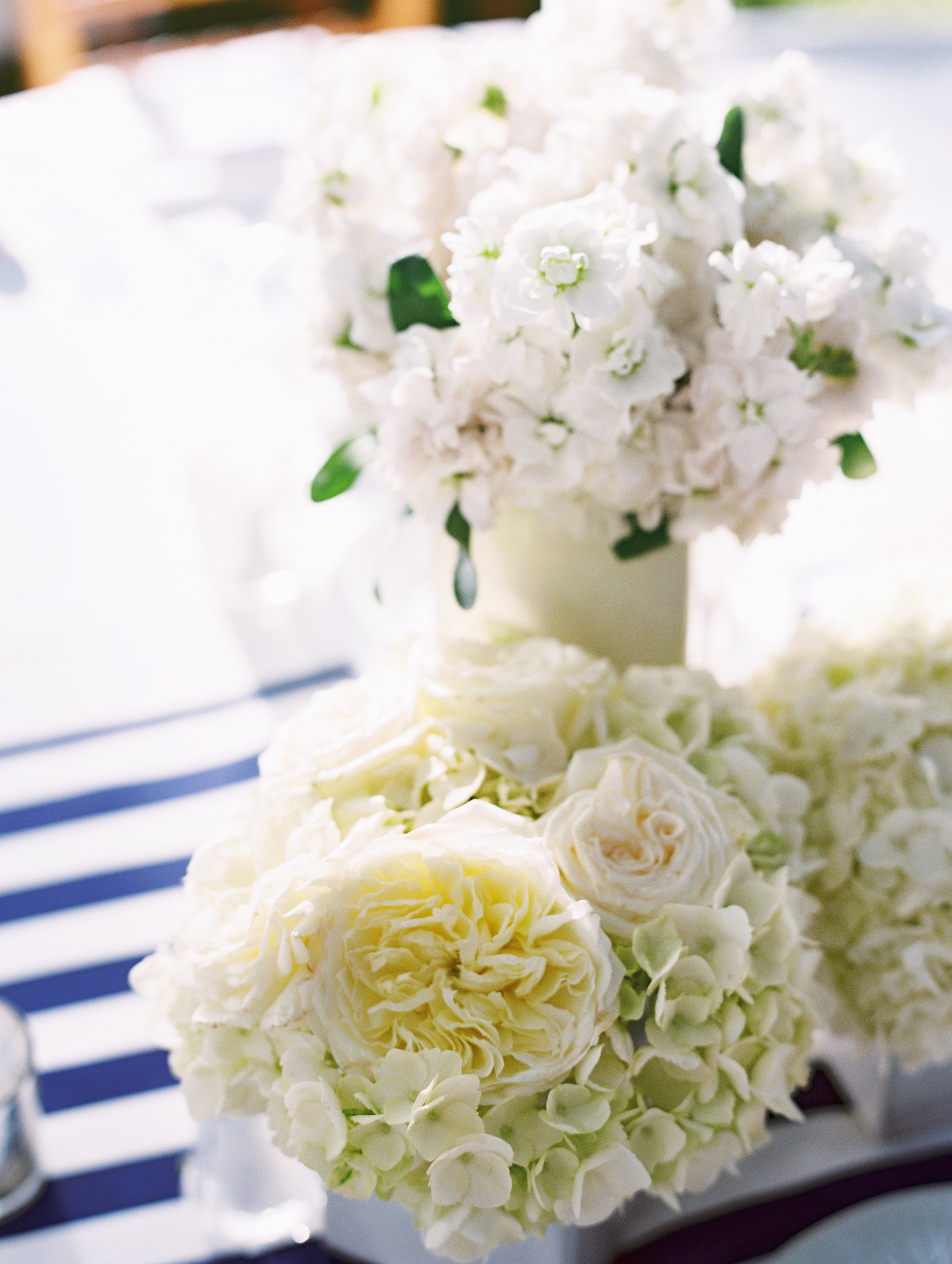 White Cluster Centerpiece by Passion Roots | Wendy Laurel Photography | Oahu, Hawaii