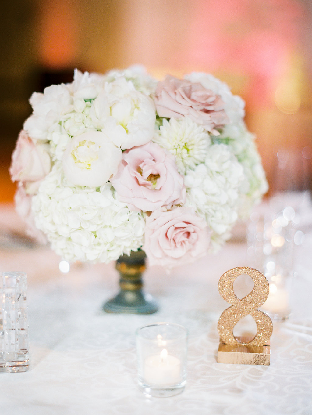 Centerpiece florals by Passion Roots | Ashley Goodwin Photography | Oahu, Hawaii