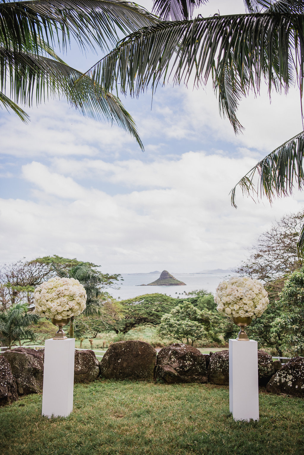 ceremony florals by Passion Roots  | photo by Christie Pham Photography | Oahu, Hawaii