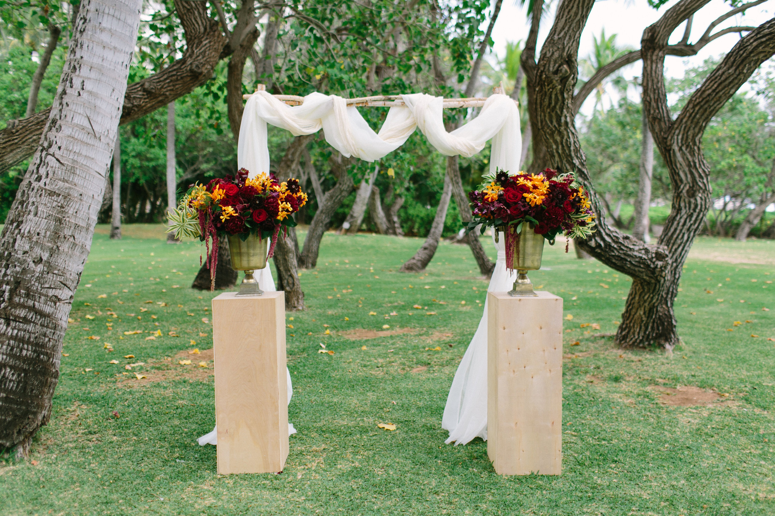 ceremony florals by Passion roots | Photo by ARIAStudios | Oahu, Hawaii