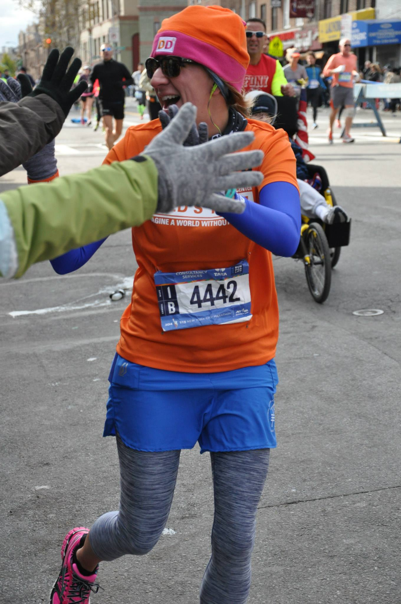 nyc marathon high fives
