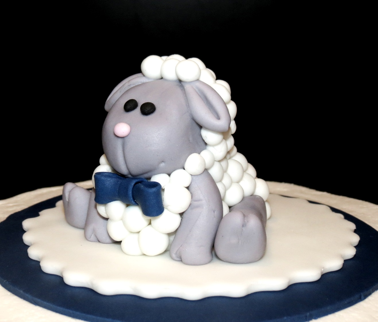 We can make sugar art toppers to complement all your cakes!