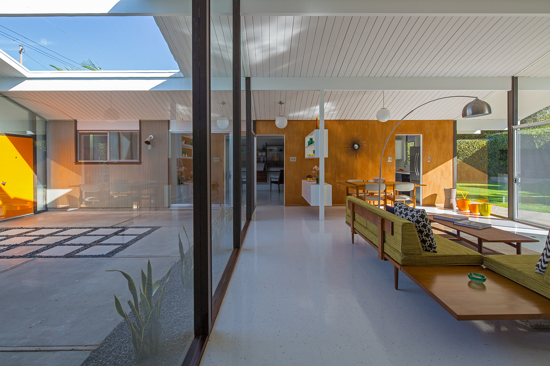 This home features the quintessential Eichler concept of a seamless merge of indoor / outdoor living.