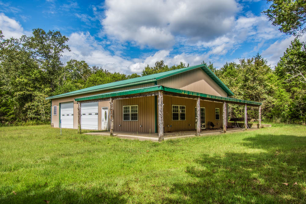 Bull Shoals Lake shop and apartment in Protem, Missouri