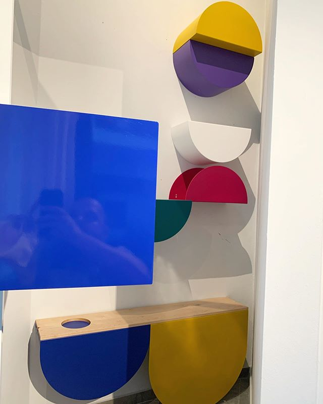 Me and part of the new installation of shelves and bar. #madeinsanturce #nycxdesign #puertorico #martinalbarran #contemporarydesign #designobject . .  #furniture #meubles #furnituredesign #designfurniture #productdesign #product #objectdesign #interiorgoals #designobject #productdesign  #design  #interiordesign  #minimalistic  #interiorinspo  #modernism #wallpapermag #wallpaper #framemagazine #roomonfire #somethingiwouldliketohave #interiorgoals