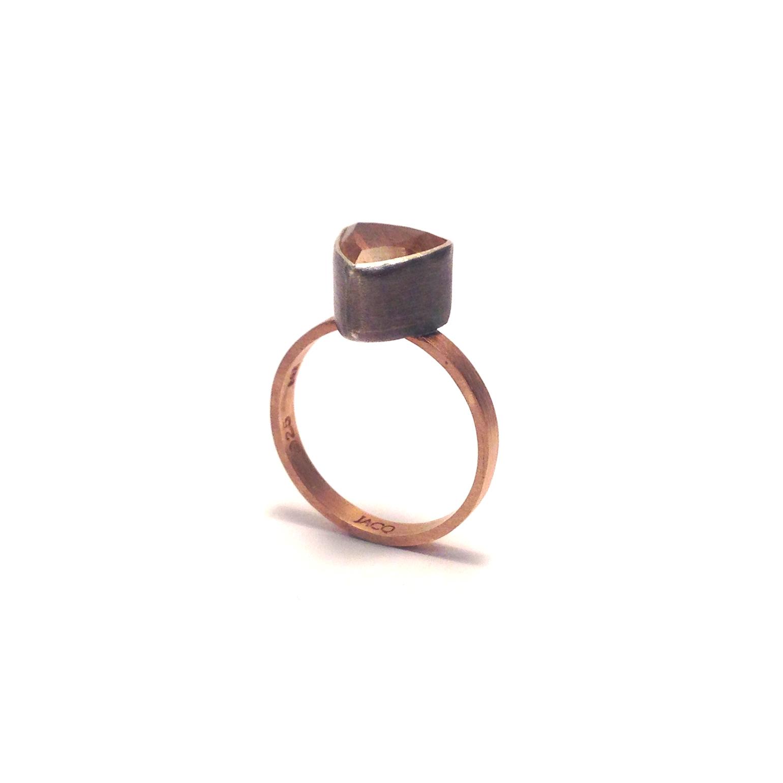 Sunstone-rose-gold-band-2-quarter.png