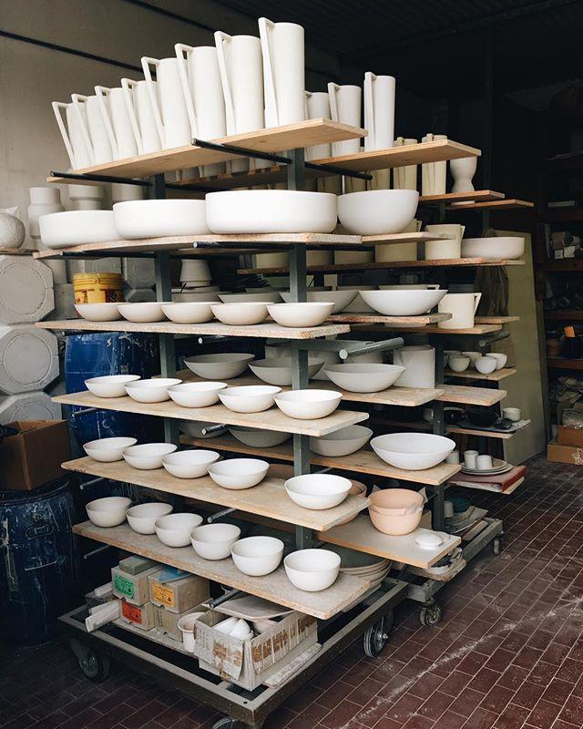 Visit to an amazing ceramicist's studio in Città di Castello. Wanted to buy all the things 🍶 #cittadicastello #ceramicheartistiche #giorgioricciardi