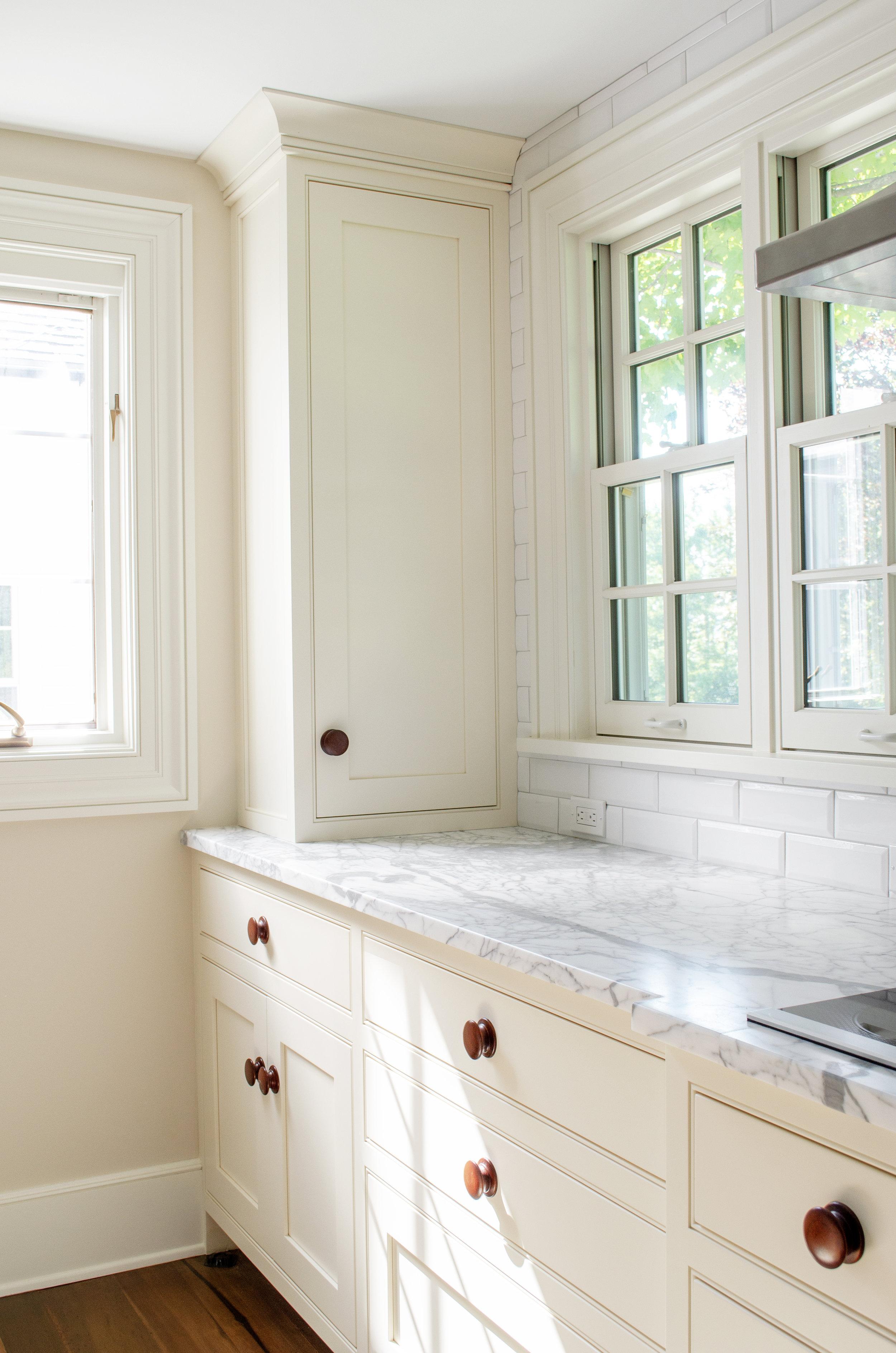 Kitchen_Cabinet_01.jpg