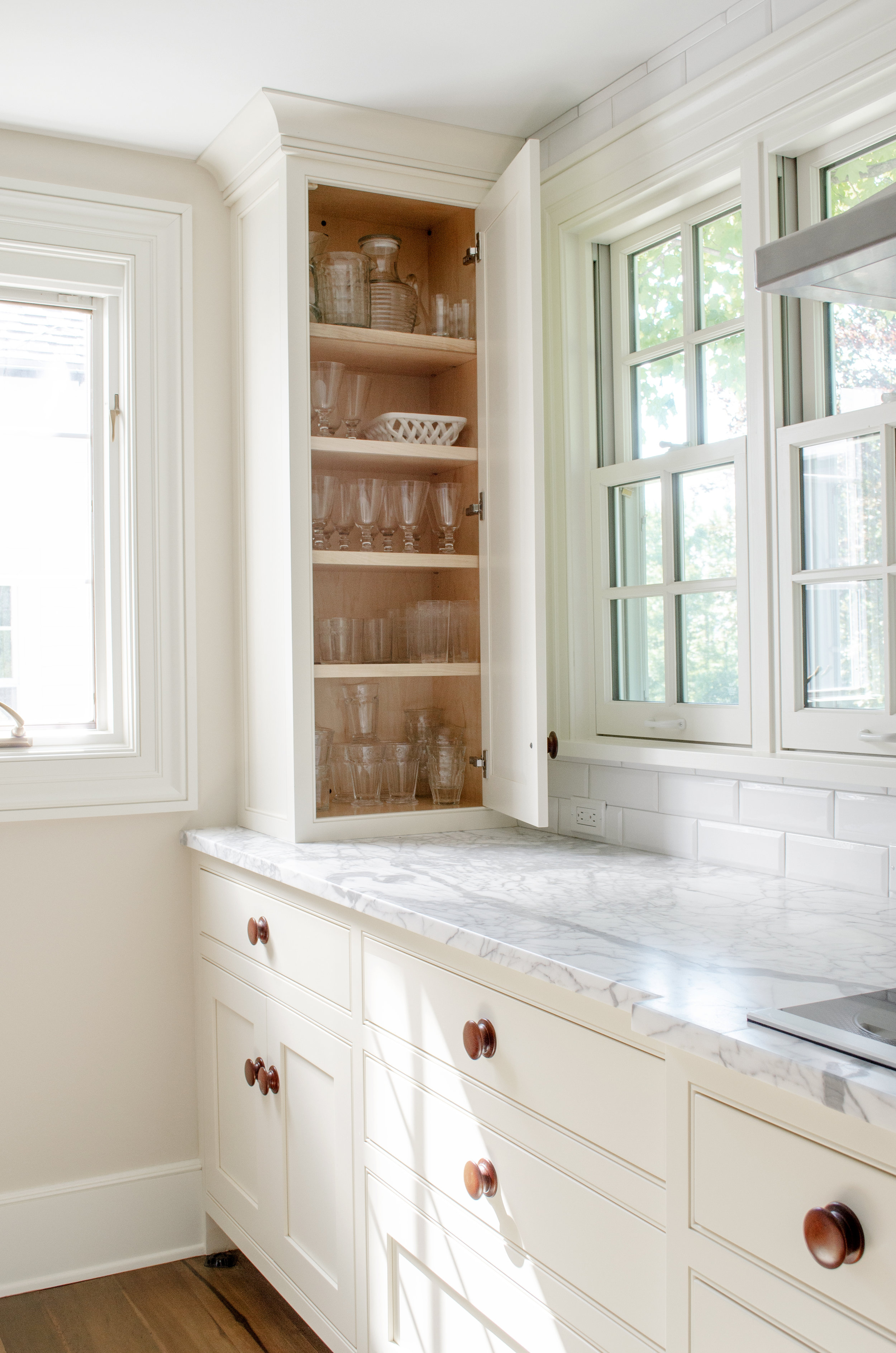 Kitchen_Cabinet_02.jpg