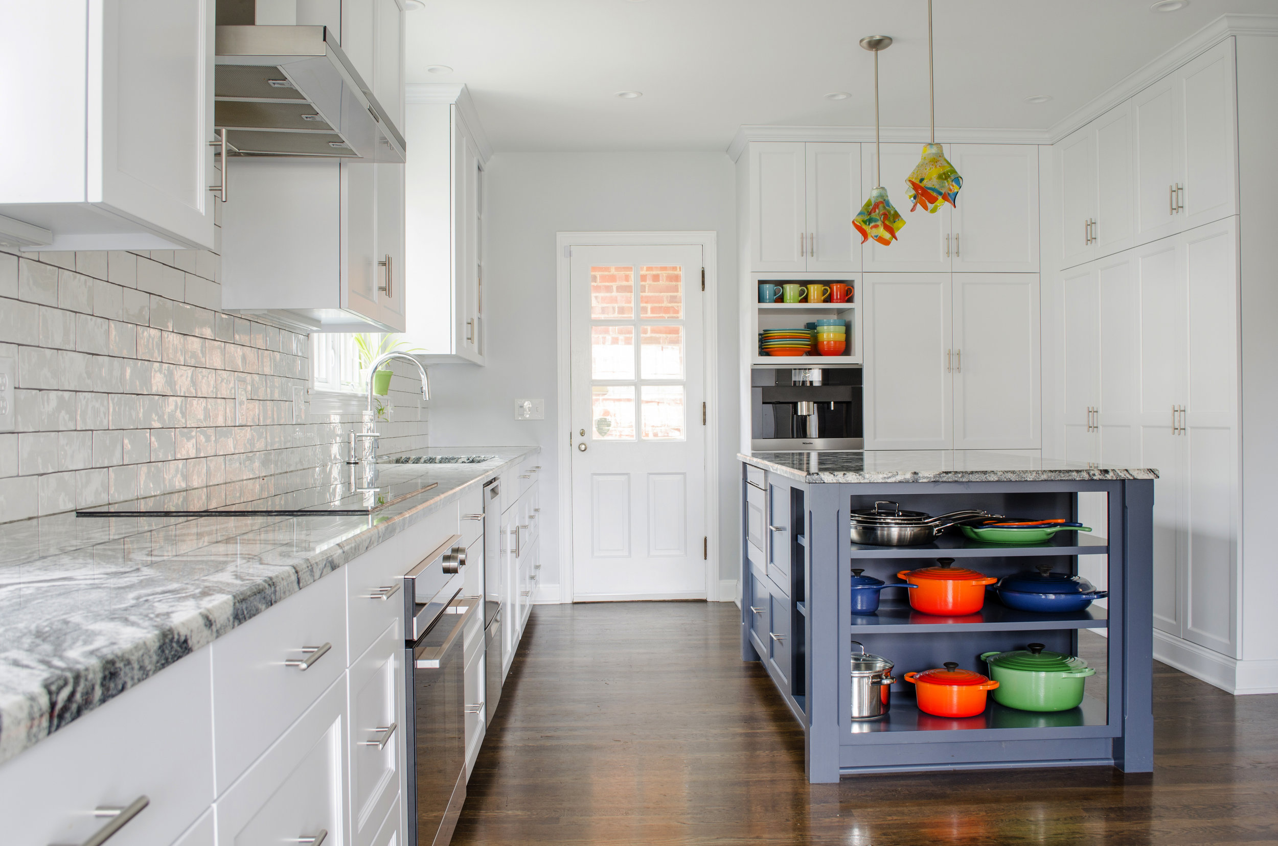 <strong>Clean & Colorful Kitchen</strong><p> »</p>