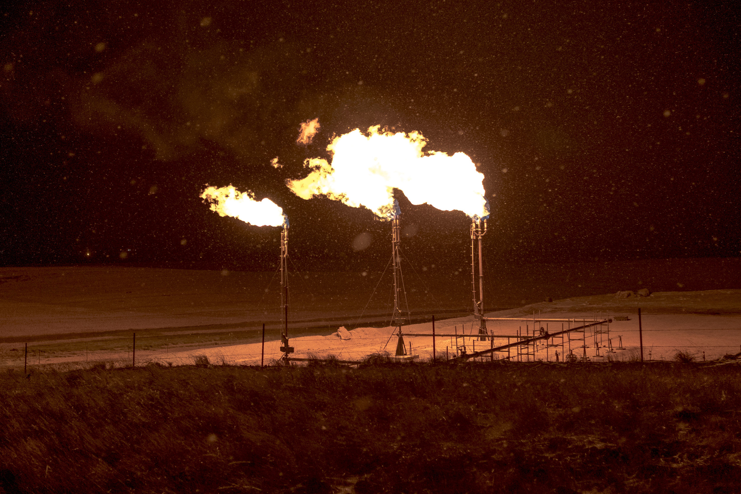 Gas flares on the Fort Berthold Reservation in N.D. on Nov. 16, 2018. ***HOLD FOR LIPTON SERIES, TALK TO MARISA SCHWARTZ TAYLOR***  30227560A                               NYTCREDIT: Gabriella Demczuk for The New York Times