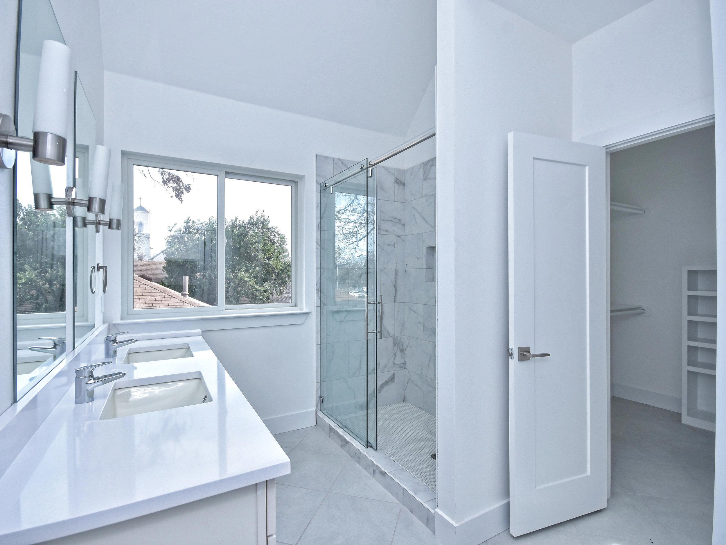 020_A-Mastesr Bathroom.jpg
