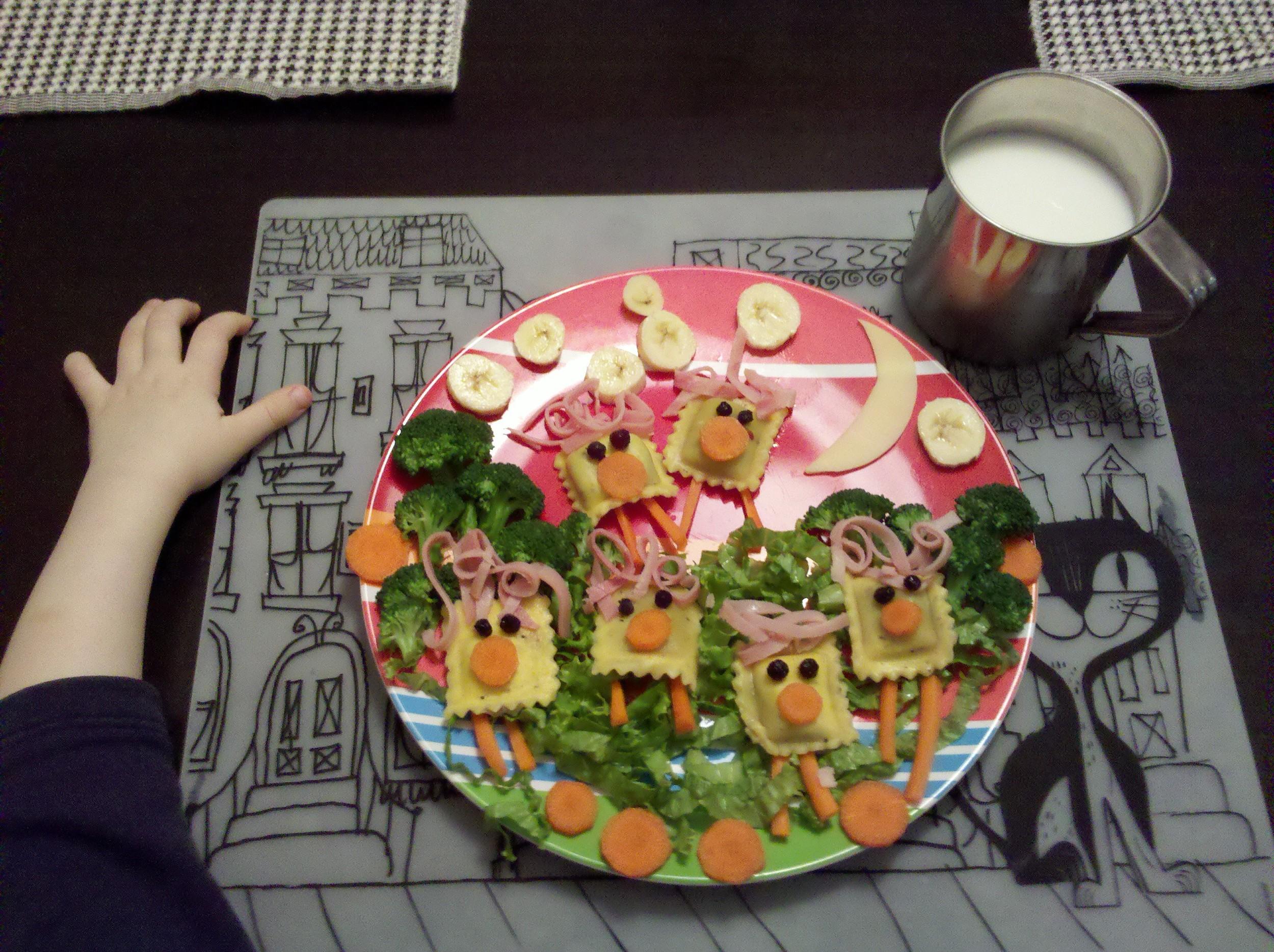 Image 3 - Table Food Fun.jpg
