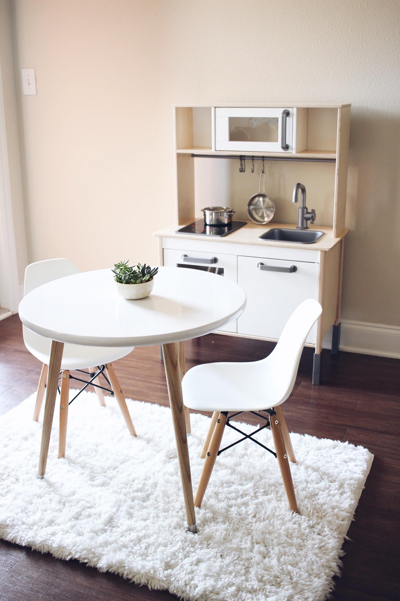 HelloLovelyLiving.com | DIY Furniture - Kids Scandinavian Tripod Table