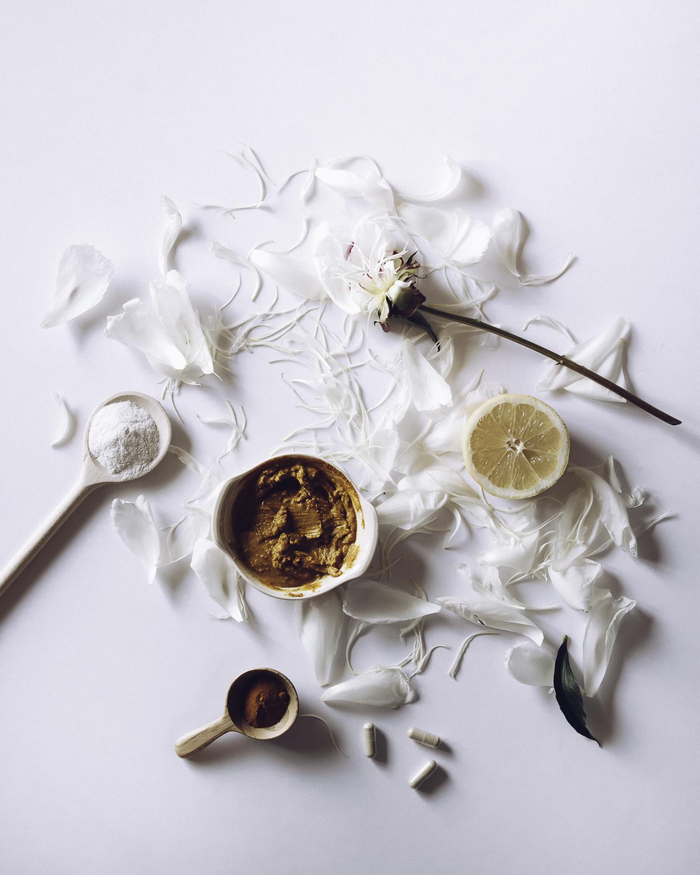 HELLOLOVELYLIVING.COM | DIY Turmeric Skin Lightening Mask | Ingredients