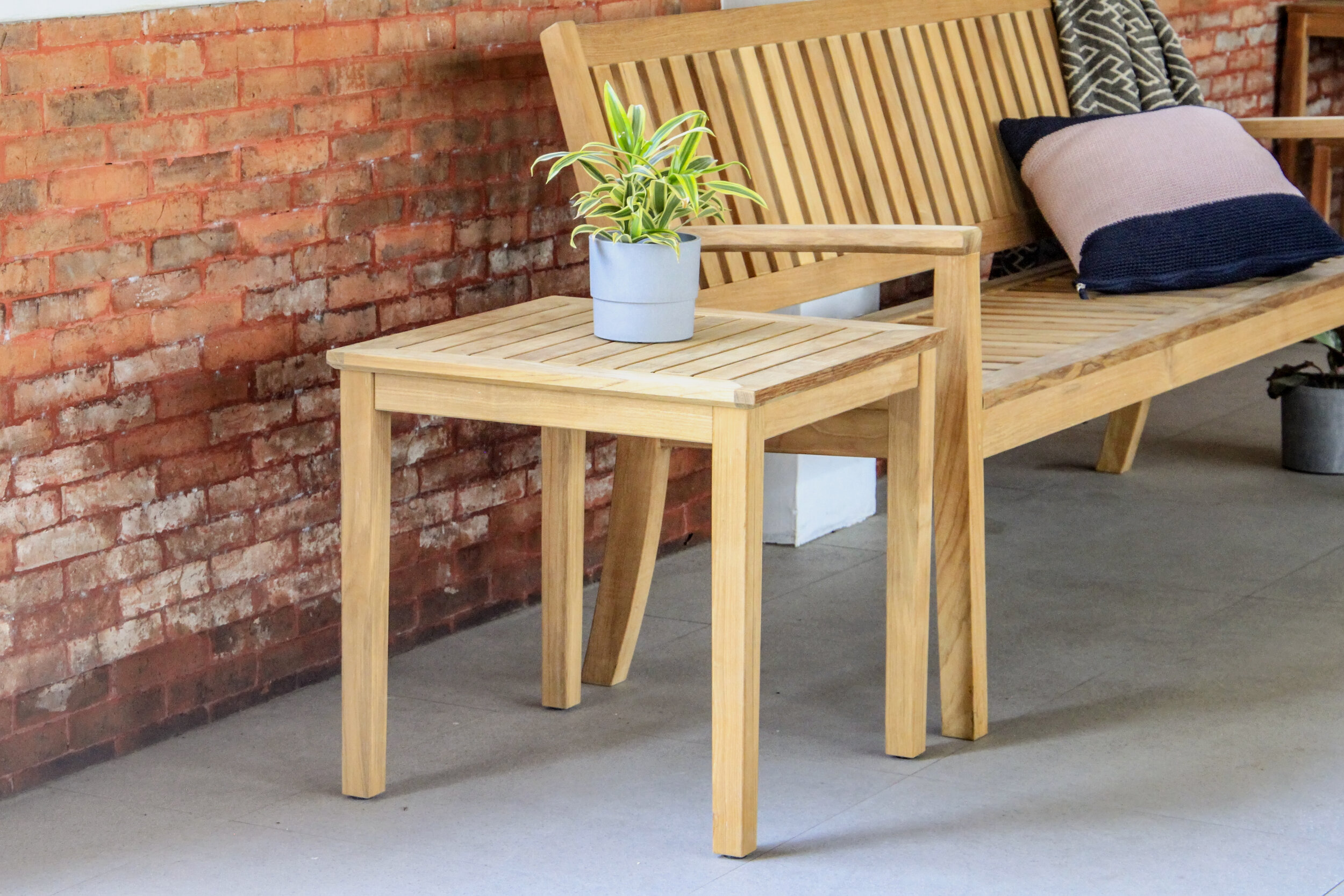 CAMBRIDGE BENCH AND LAMP TABLE