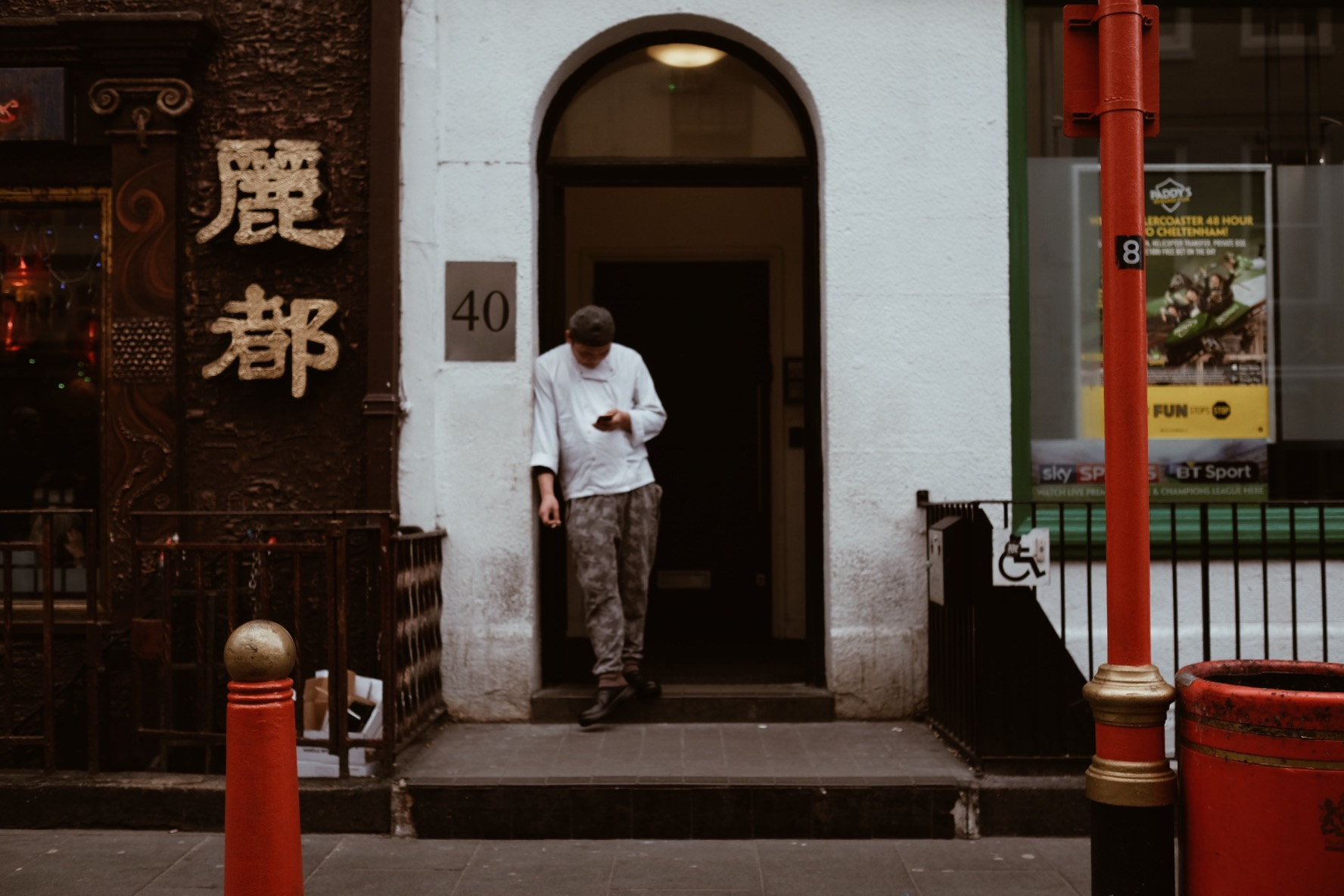 London street photography in Chinatown.  Fuji X-T2 +23mm 1.4 Lens.