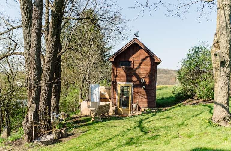 cabin_shower_lodging_glamping-at-the-honey-farm.jpg