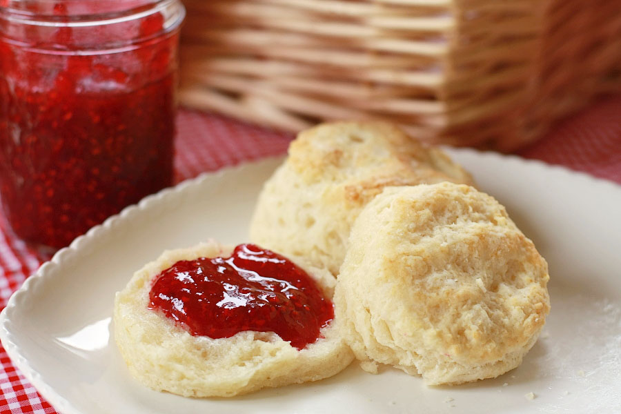 TK-Blog-Easy-Flaky-Buttery-Biscuits-01.jpg