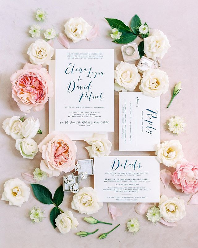 This is every stationers dream! The 💵 shot captured so perfectly by @jennanicolegreenawalt. Couples ask your florist for extra florals to capture stunning detailed images like this one.  Florals by @ellafloraweddings . . #weddinginvitations #weddingflorals #toledowedding #ohiowedding #toledobride #ohiobride #weddingdetails #weddingstationer #weddingstationery #toledoohio #toledoohiowedding #toledoweddingphotographer