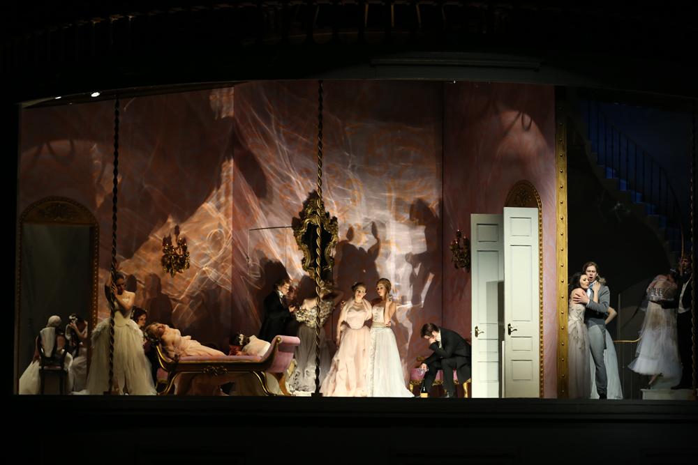 1-La-Traviata_by-Natasha-Razina-©State-Academic-Mariinsky-Theatre-26.jpg