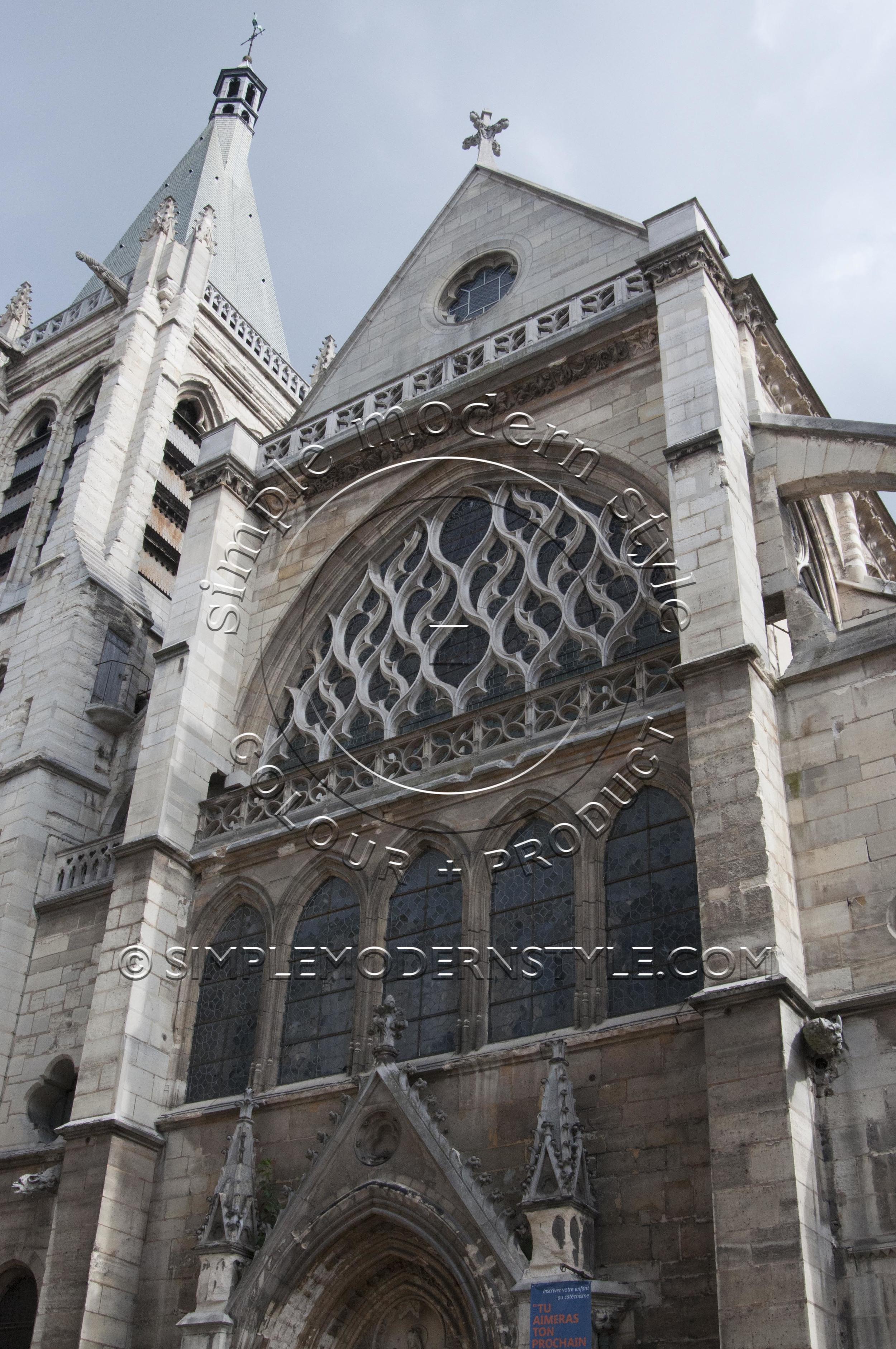 Notre Dame, Paris Photo: Simple Modern Style