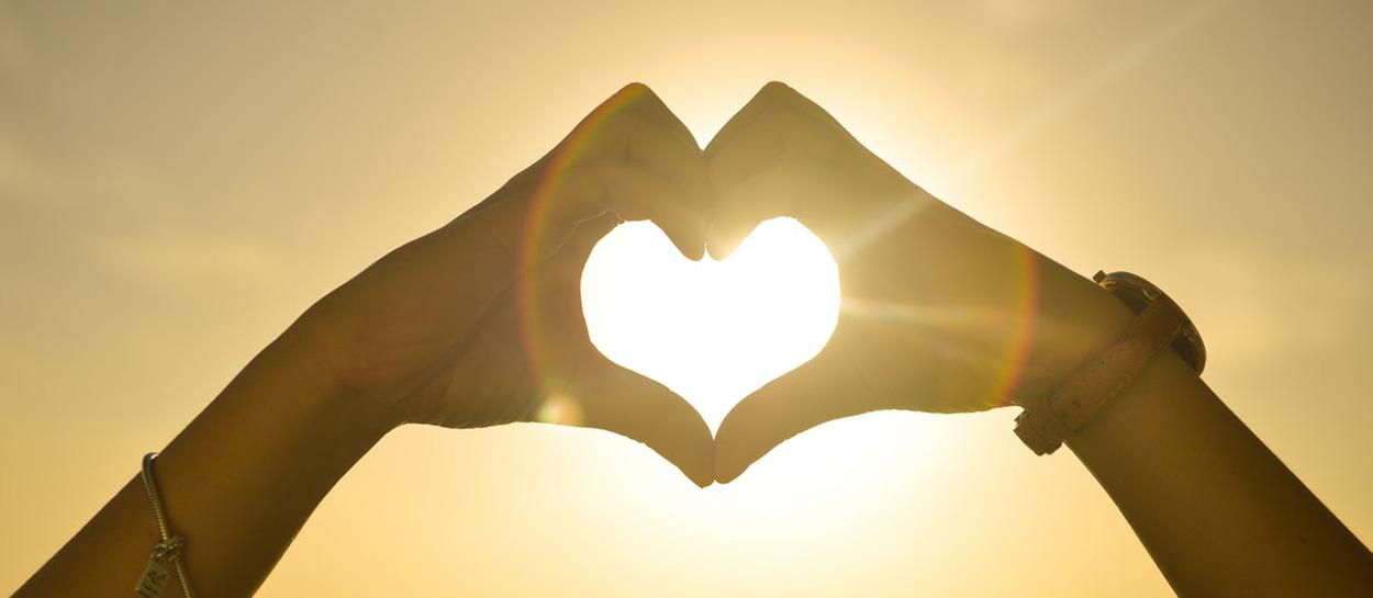 pexels_sunset-hands-love-woman_blog.jpg